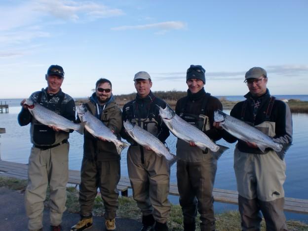 Nöjda fiskare efter en första tävlingsdag.